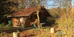 Arbeiten in der Hütte am Wald