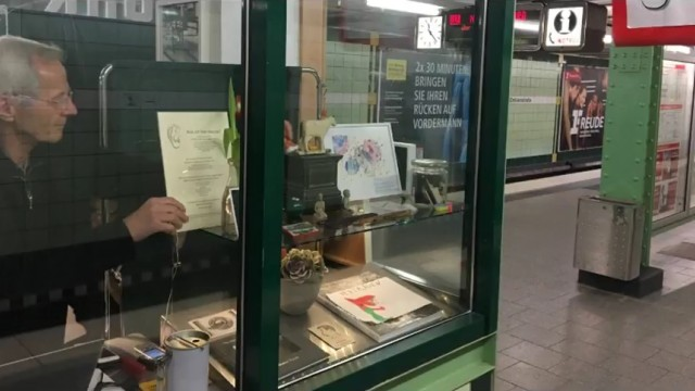Der Zuhör-Kiosk an der U-Bahn
