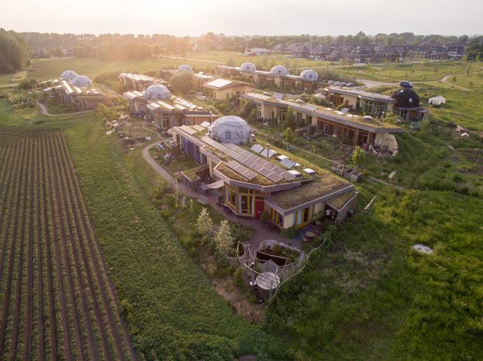 Das Earthship-Ökodorf in den Niederlanden