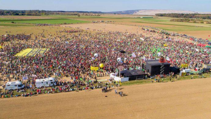 50.000 Menschen demonstrieren am Hambacher Forst