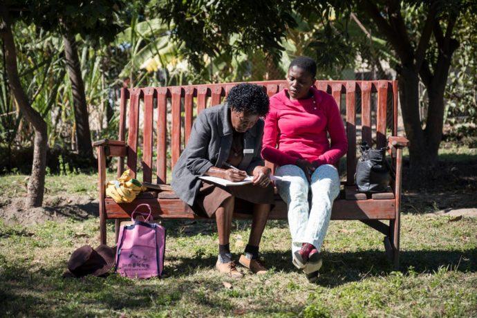 Friendship Bench: Freundschaftbänke statt Psychotherapie